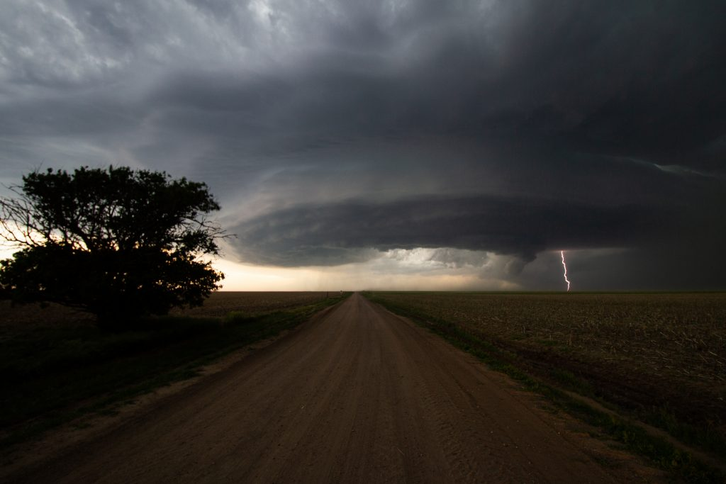 Image 2 supercell with lightning
